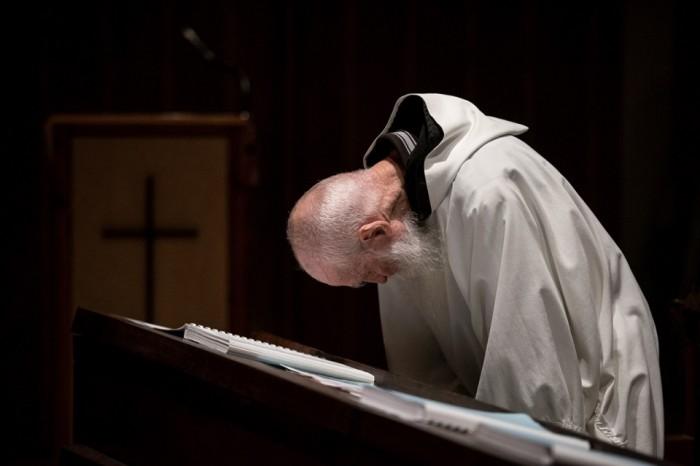 Monge-rezando