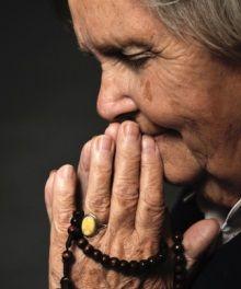 6701-old woman praying.220w.tn