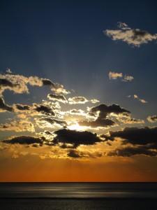 Vernazza-zicht-op-zee-en-zonsondergang