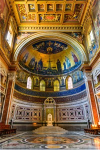 34966606-rome-italia--interieur-van-lateranen-basiliek-kathedraal-a-a-n-van-paus-woonplaats-italiaans-monumen