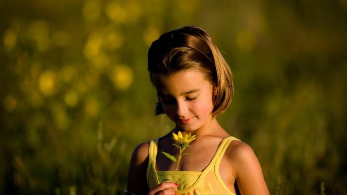 girl_child_flowers_eyes_67623_1920x1080
