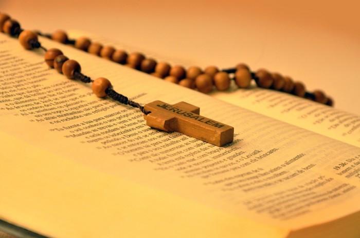 bible-641636_960_720