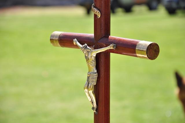 crucifix-1447396_640