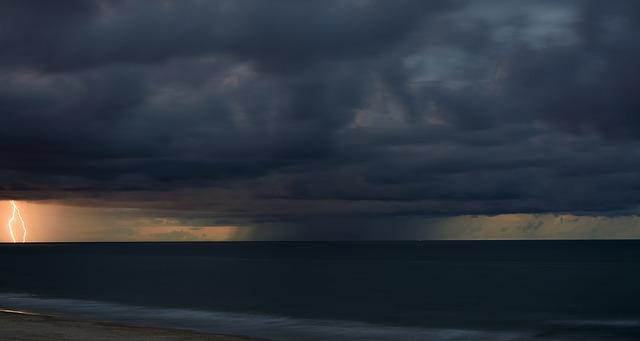 storm-905428_640