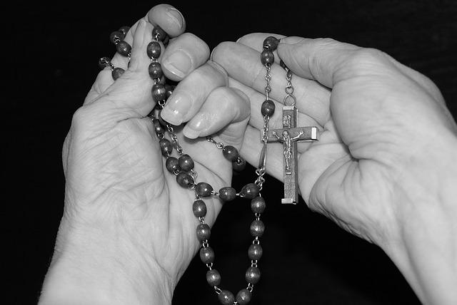 pray-1218506_640