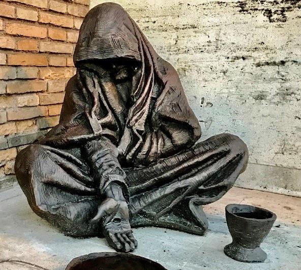 Deze afbeelding heeft een leeg alt-attribuut; de bestandsnaam is 12869-Timothy-Schmalz-Jesus-beggar-Christian-art-today.jpg